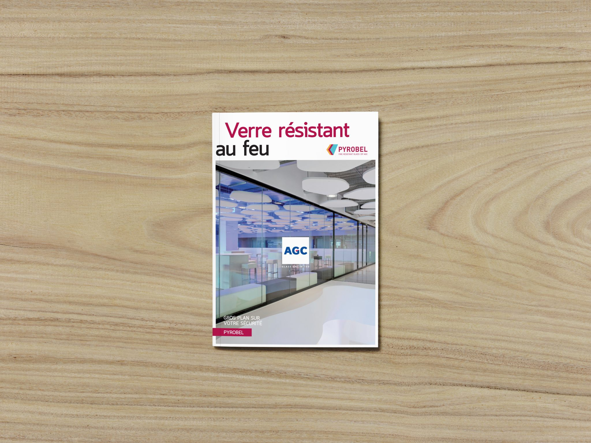studio witvrouwen layout design graphic branding mise en page brochure leflet AGC your glass cover